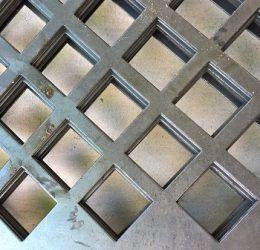 Tấm kim loại đột lỗ đảm bảo chất lượng và yêu cầu khách hàng